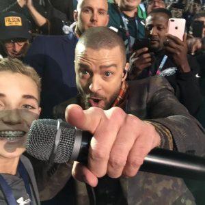 13-jarige gaat viral tijdens Super Bowl met epische selfie