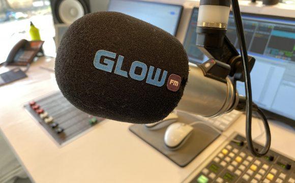Glow FM past de programmering aan